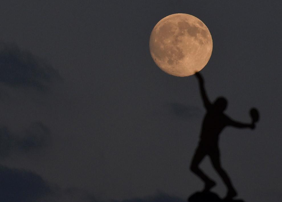 Луна в Лондоне