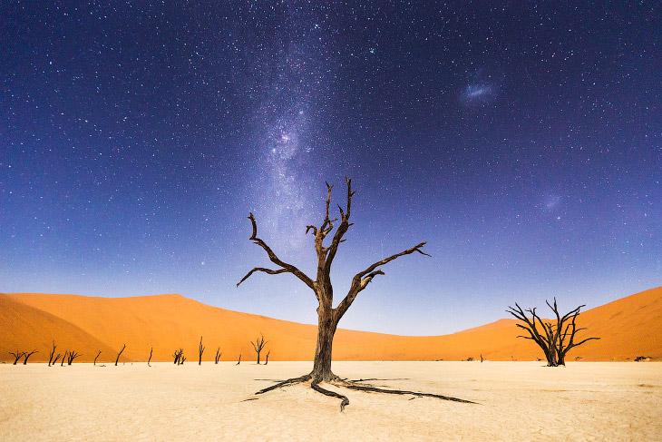 «Мертвая долина» ночью в районе Соссусфлей в Намибии
