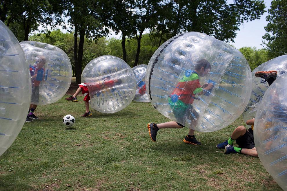 Футбол в пузырях