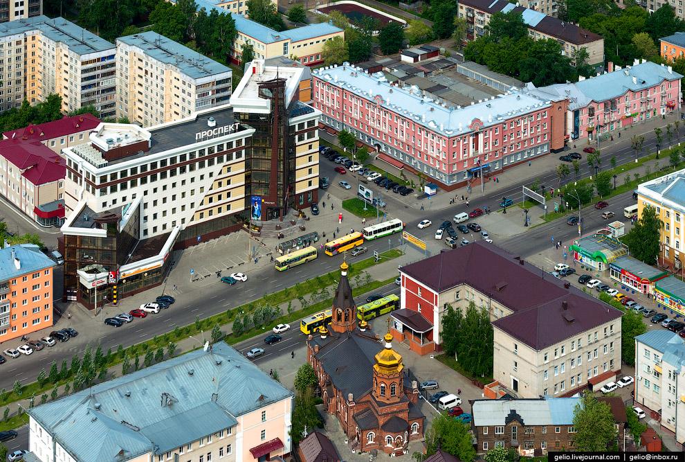 БЦ «Проспект» и церковь Николая Чудотворца.