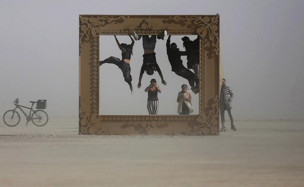 Рамка для фотографий посреди пустыни