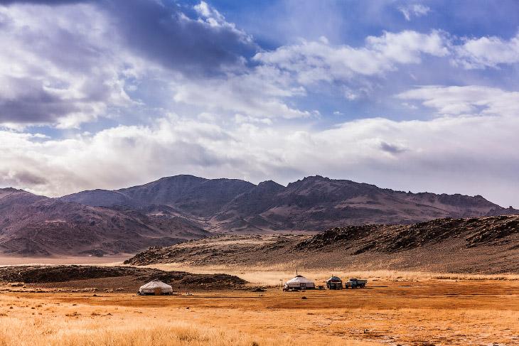 Это казахская община в Северной Западной Монголии, где удалось сохранить традиции