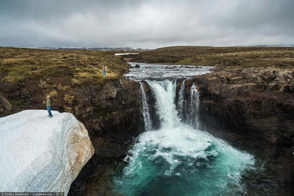 Первый водопад, который напо попался по пути из Рейкъявика.