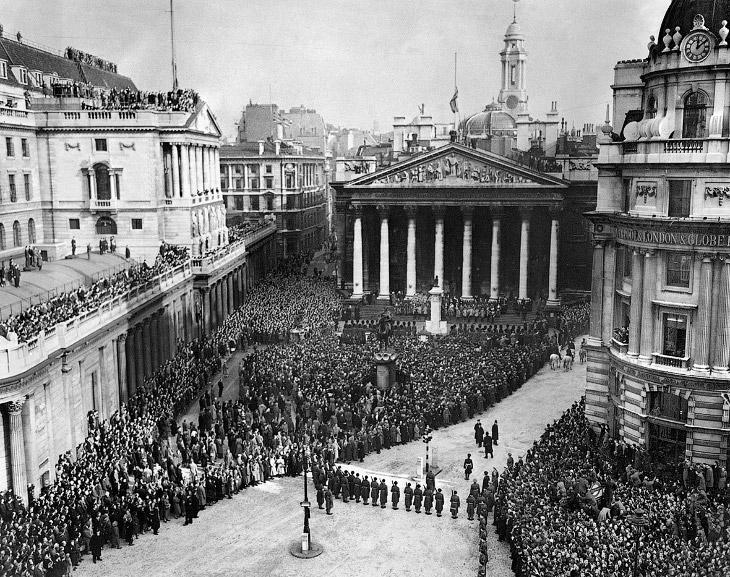 Церемония вступления королевы Елизаветы II на престол
