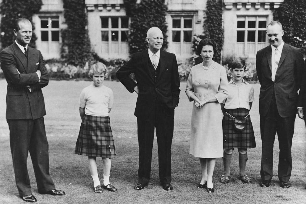 принц Филипп, принцесса Анна, резидент Эйзенхауэр, королева, принц Чарльз и Джон Эйзенхауэр
