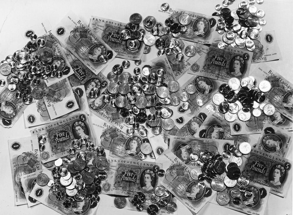 Новые британские деньги с изображением королевы
