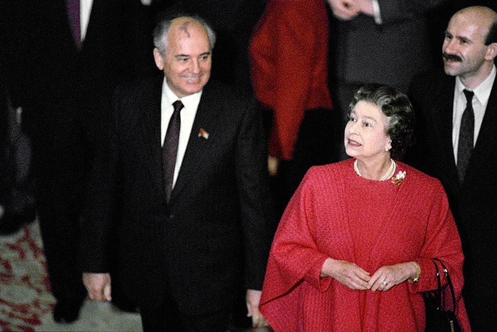 Михаил Горбачев и королева Елизавета II