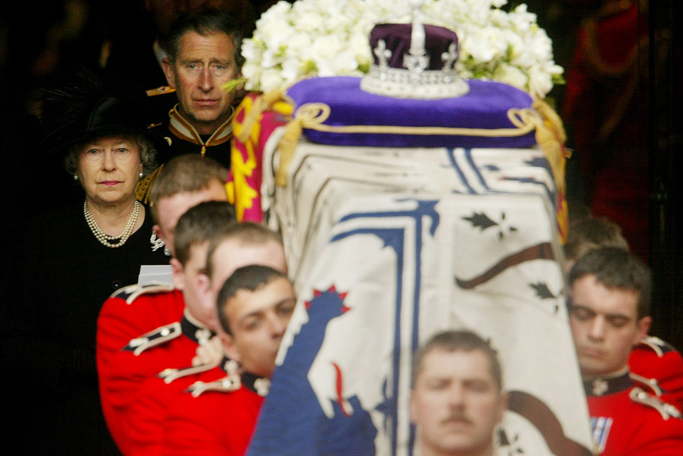Похороны матери в Вестминстерском аббатстве
