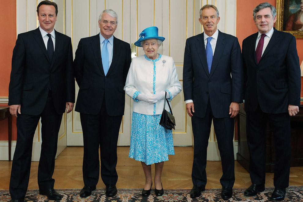 Ее Величество и Дэвид Кэмерон, а также и бывшие премьер-министры Джон Мейджор