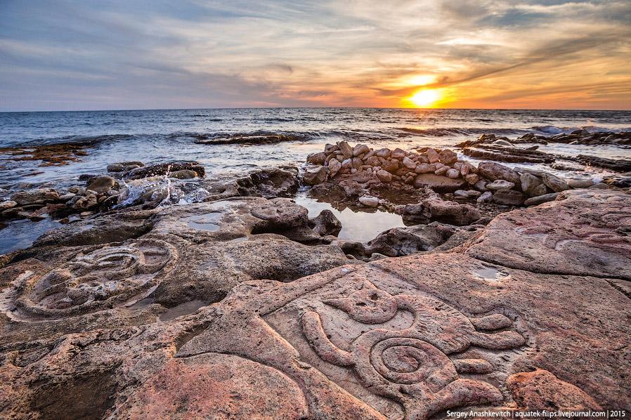 Те самые знаменитые крымские каменные рисунки