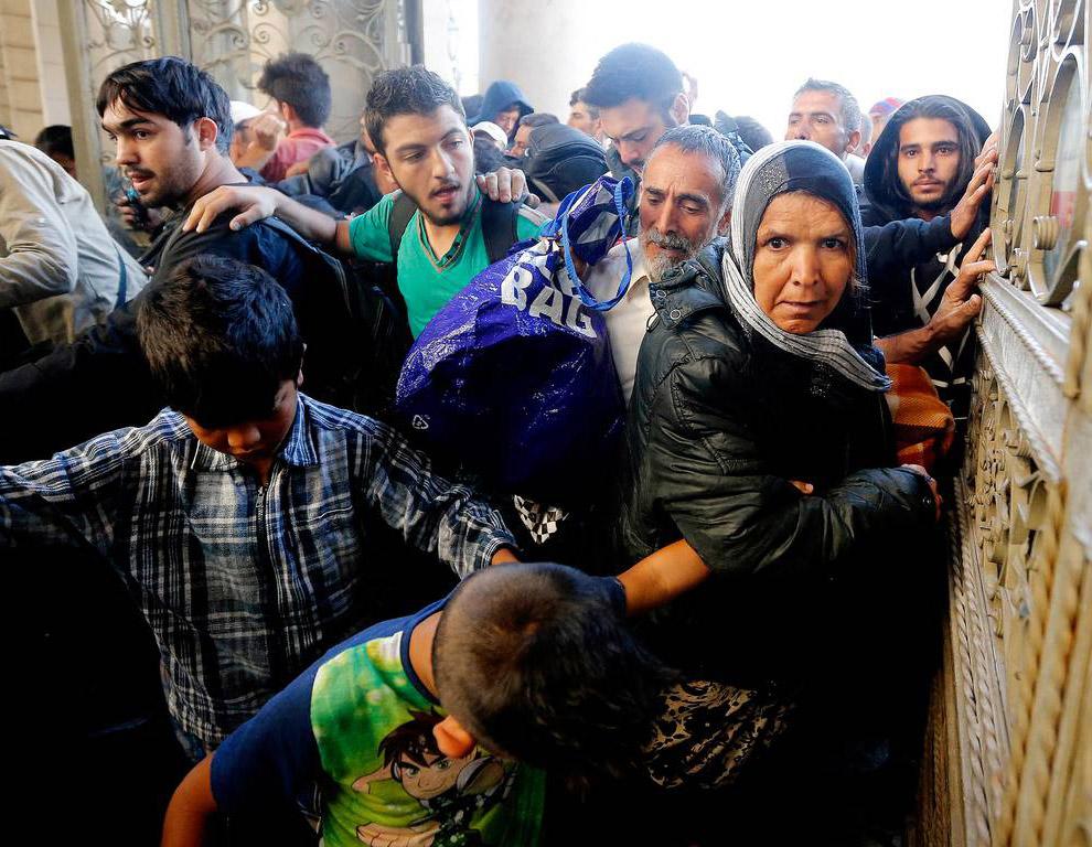 Венгерский вокзал открыли, и мигранты устремились на платформы