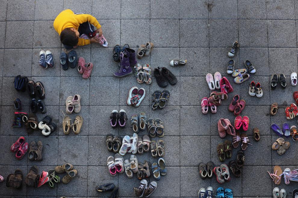 Бесплатная б/у обувь для беженцев. Можно примерить