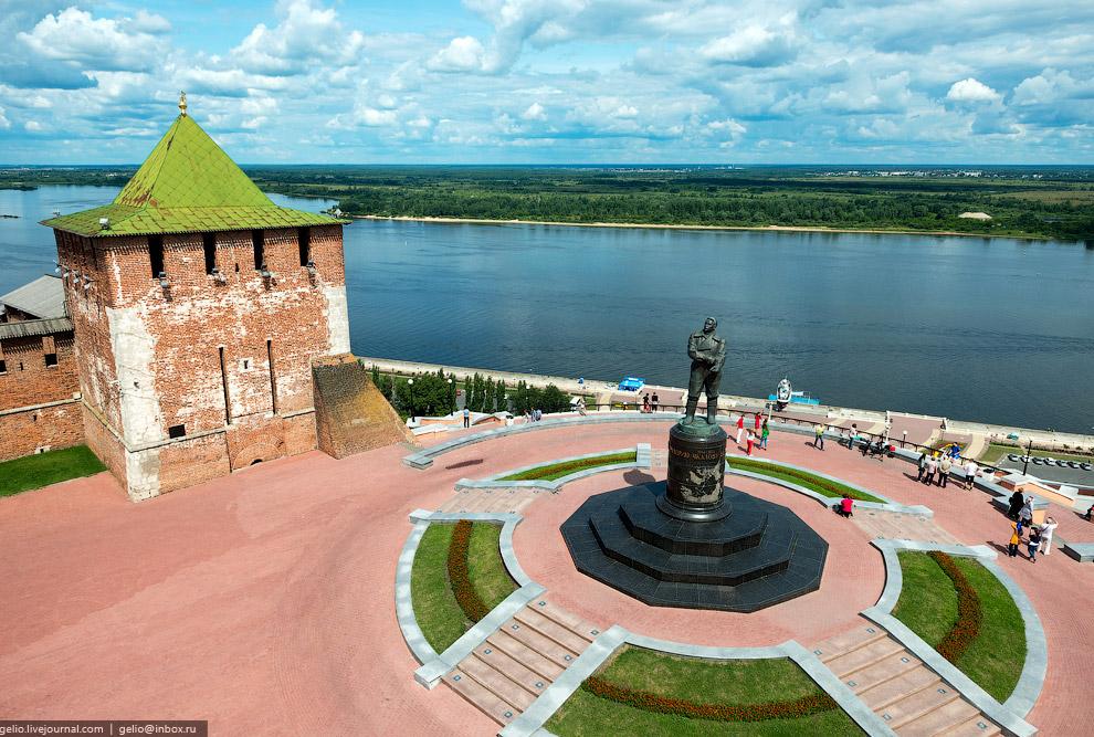 Памятник В. П. Чкалову.