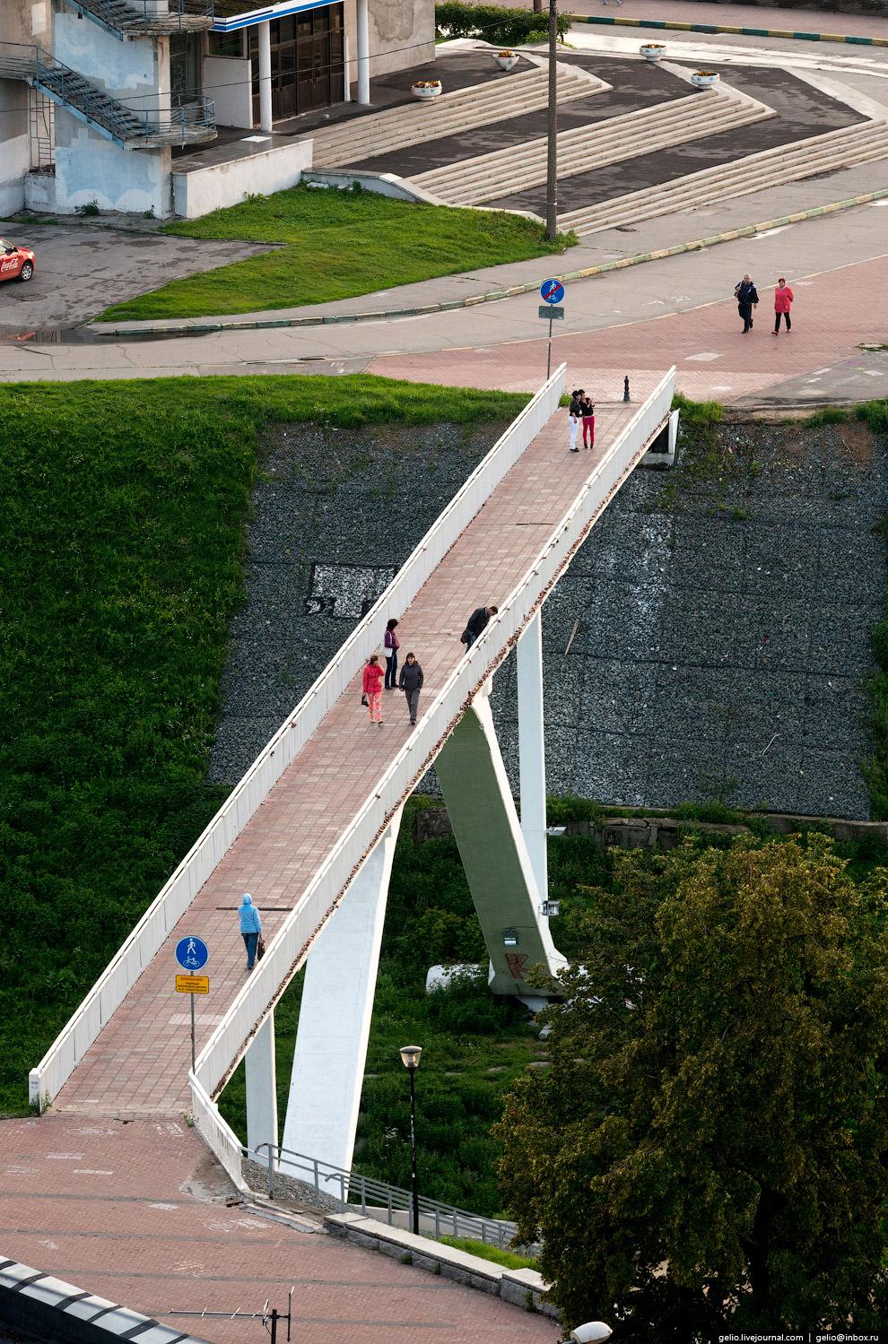 Пешеходный мост через Сергиевский овраг.