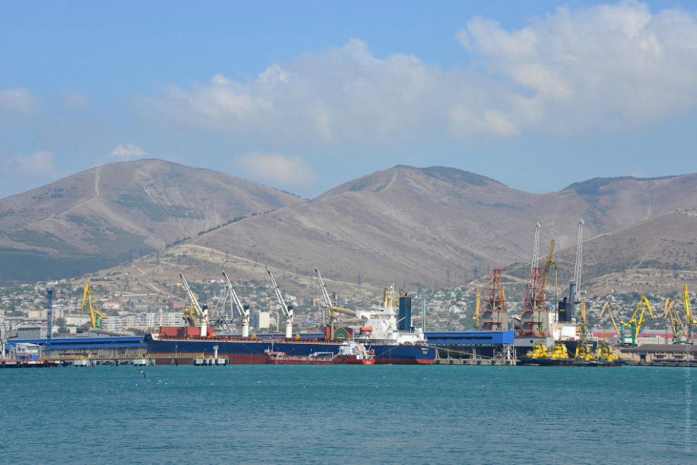 Портовые сооружения.