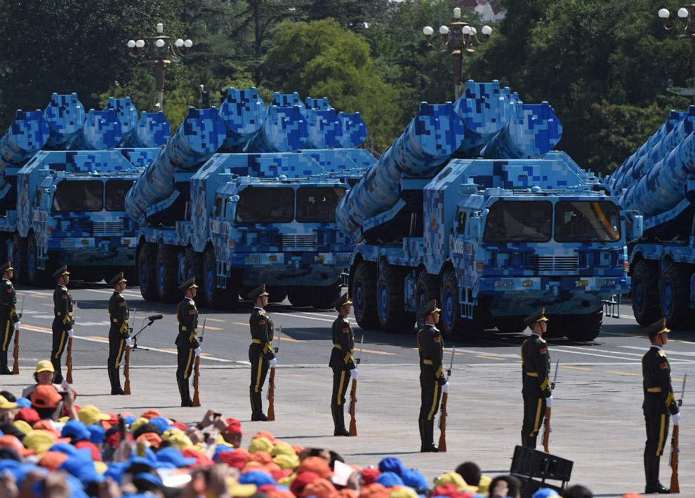 Китай показал около 500 единиц военной техники