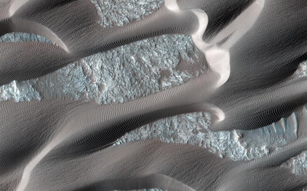 Дюны в кальдере Нили Патера на Марсе