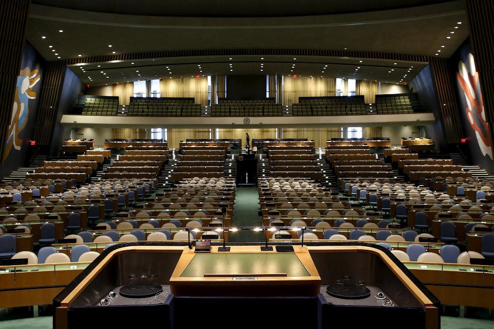 Трибуна и Зал Генеральной Ассамблеи
