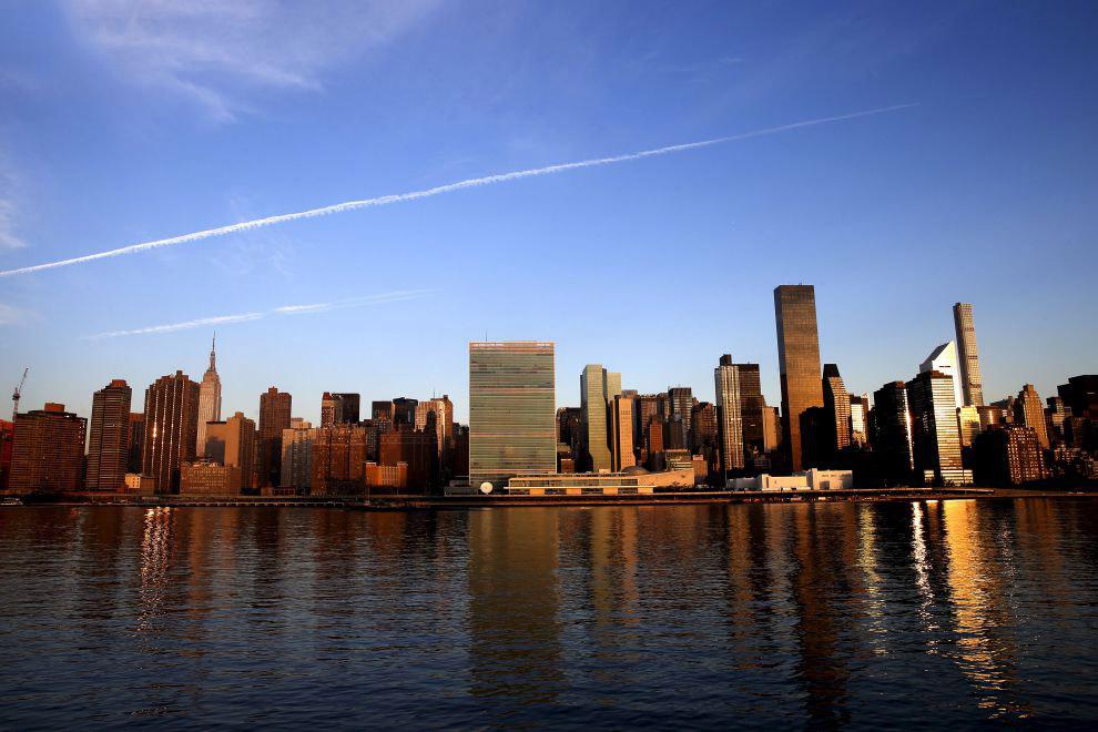 Штаб-квартира Организации Объединенных Наций на рассвете в Нью-Йорке