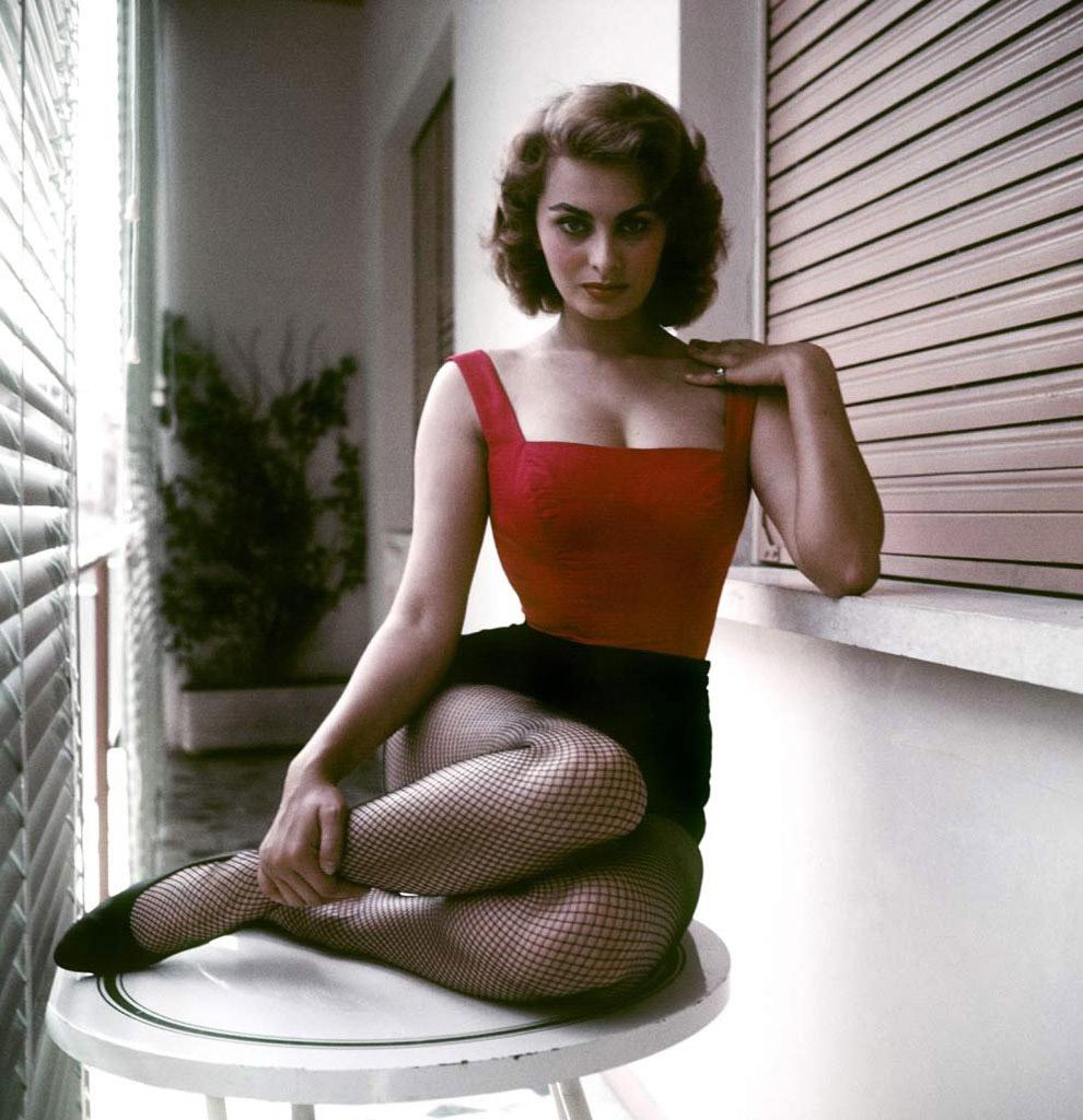 Осиная талия Софи Лорен, Рим, 1955