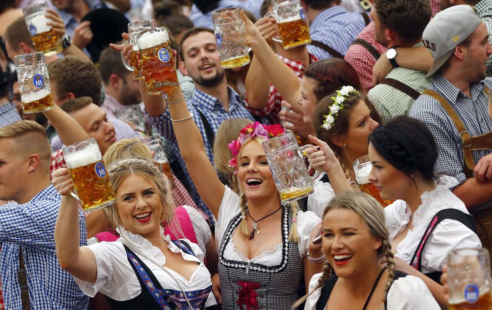 Осенью в Германии проходит фестиваль Октоберфест — самое большое народное гуляние в мире