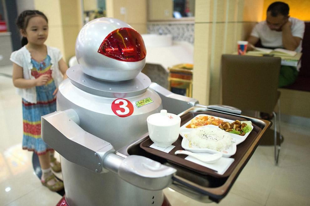 Официанты-роботы