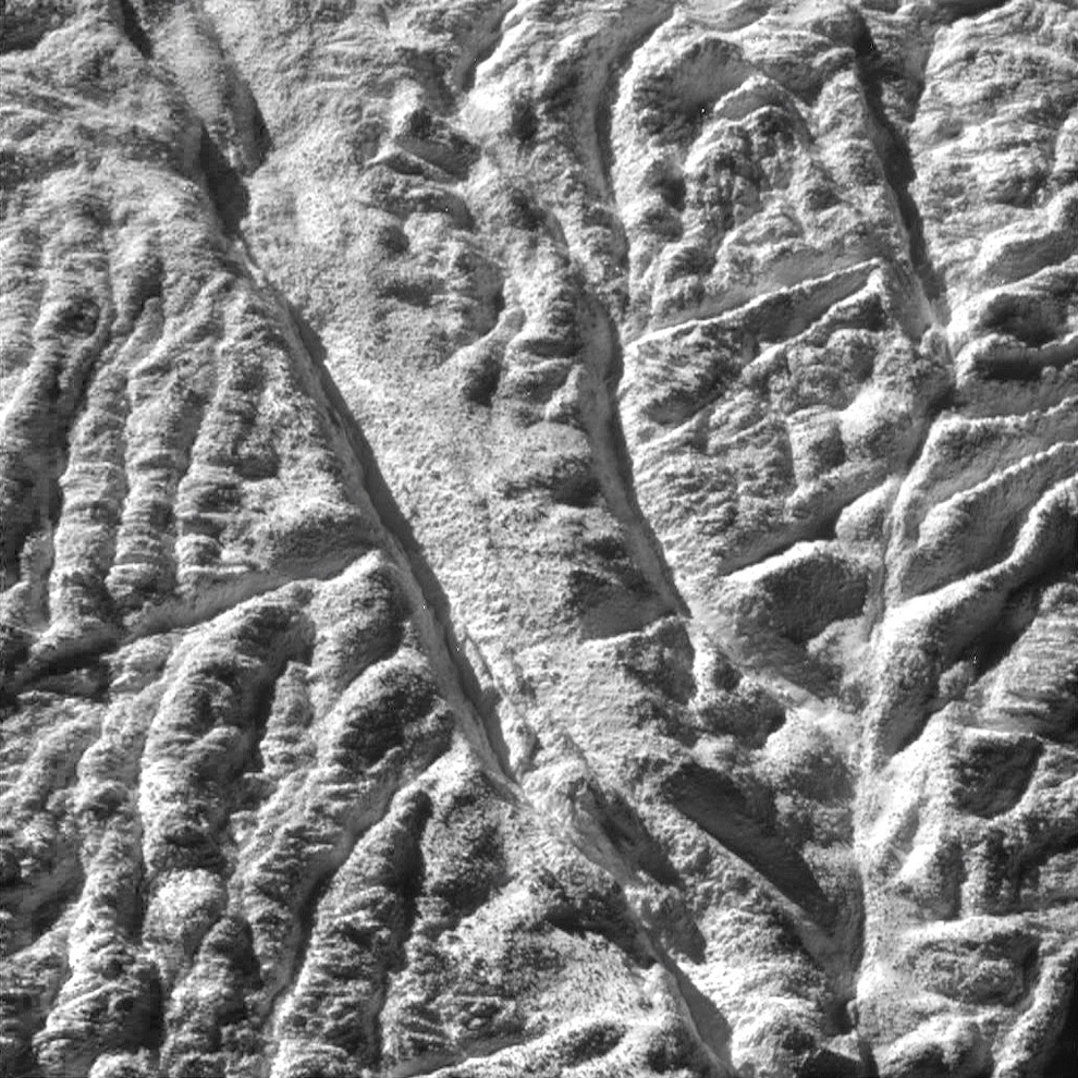 Так выглядит поверхность Энцелада
