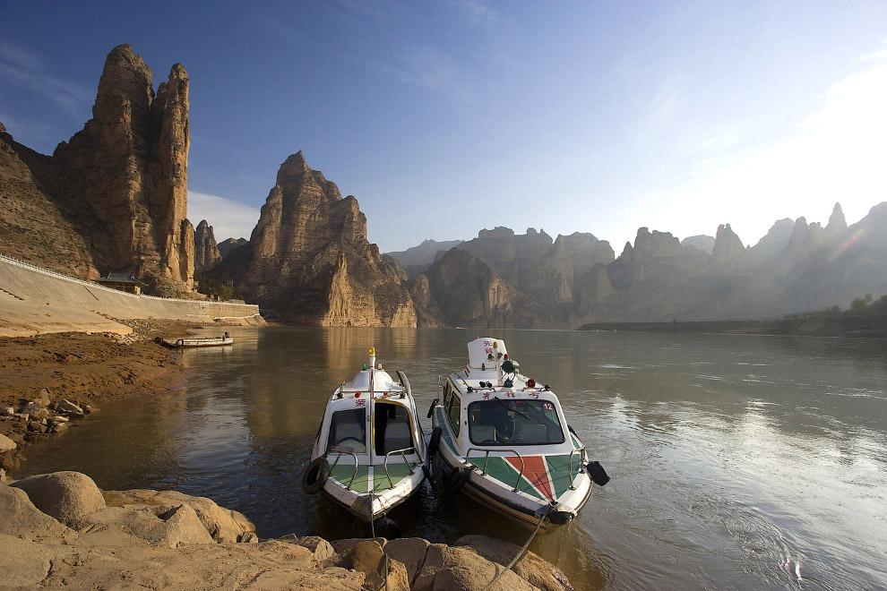 Моторные лодки н «Желтой реке»