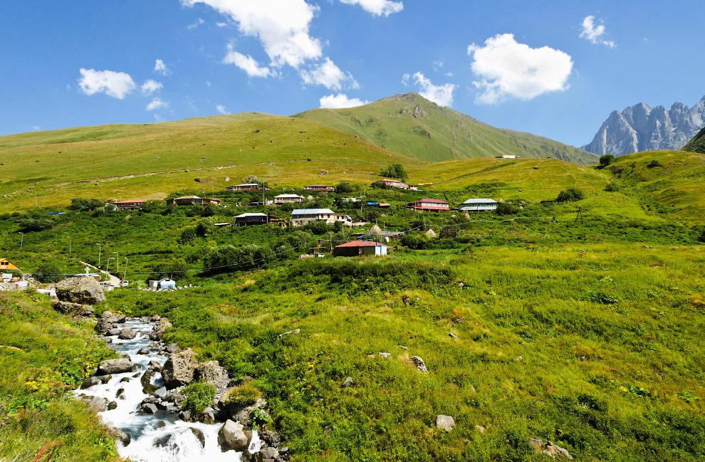 Джута — примерно 15-16 км от Степанцминда