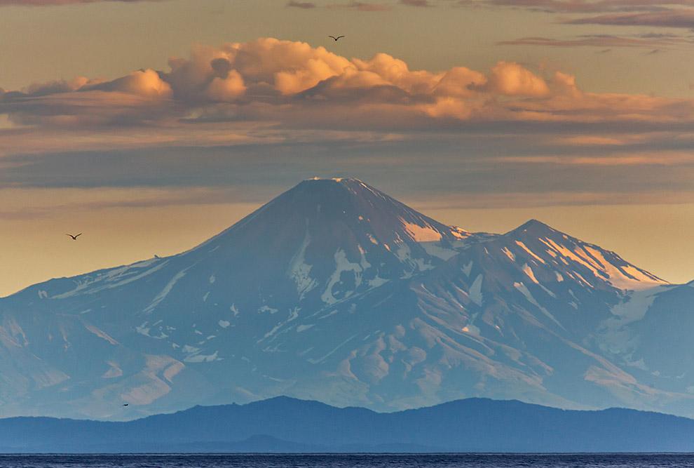 Вулкан Авачинская сопка