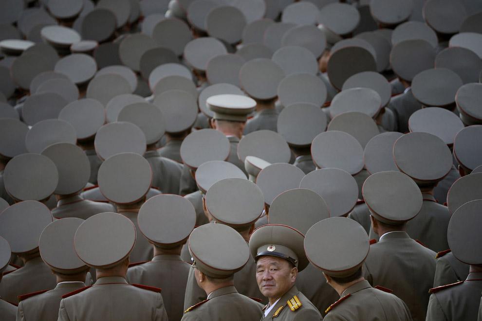 Северокорейские ветераны на параде