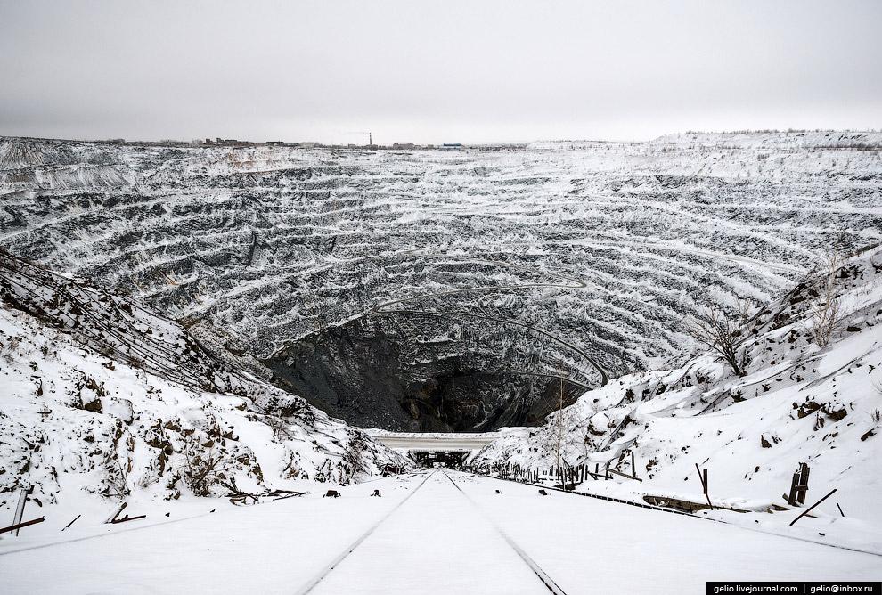 Сейчас основная добыча ведется шахтным способом.