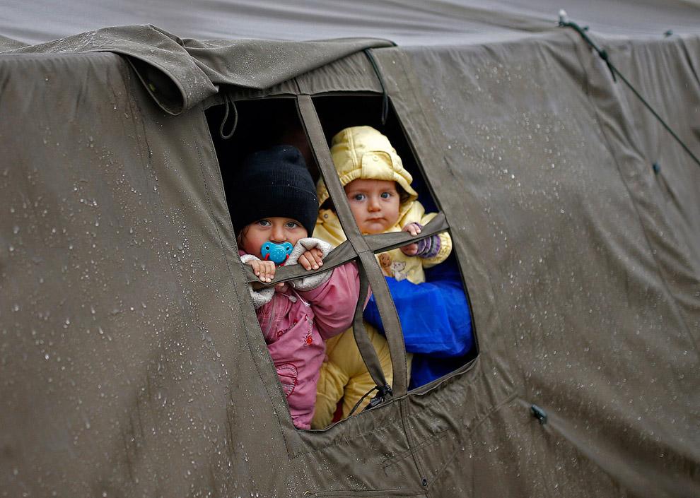 Палаточный лагерь мигрантов в Хорватии на границе с Сербией