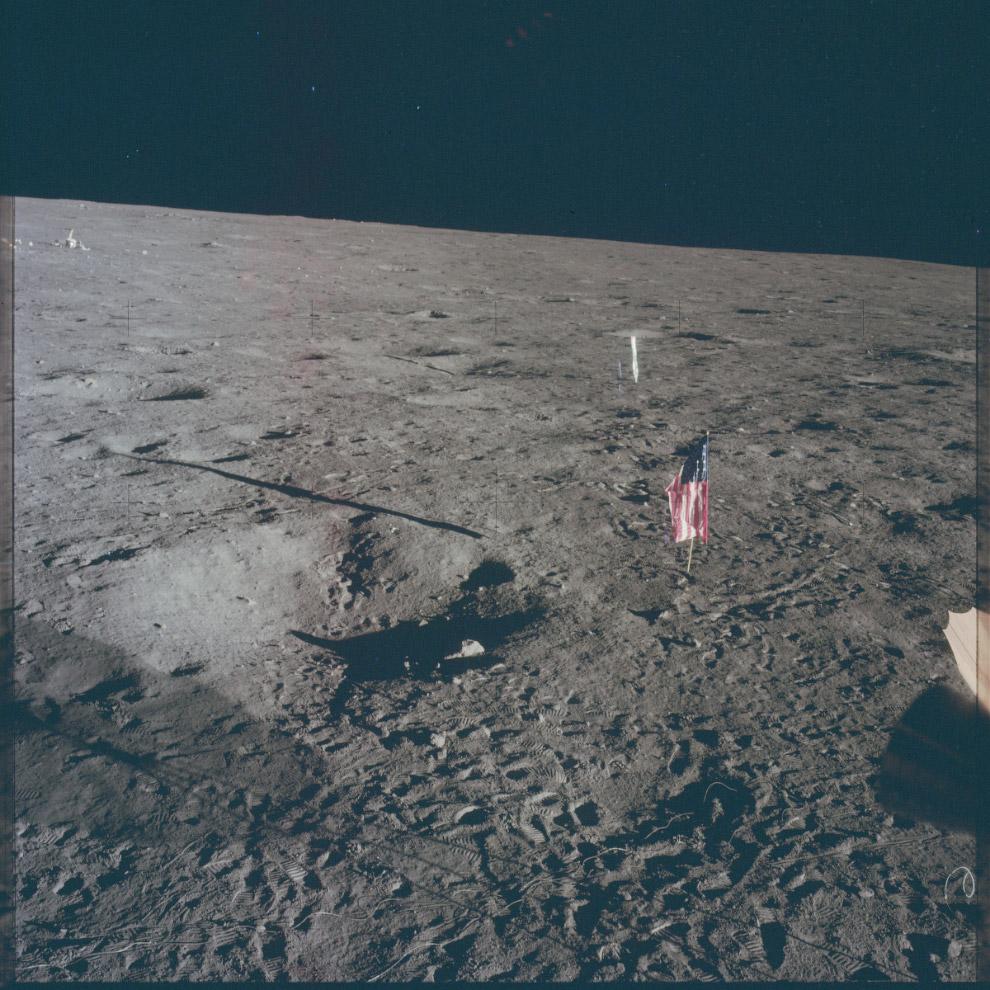 На Луне: программа «Аполлон-12».