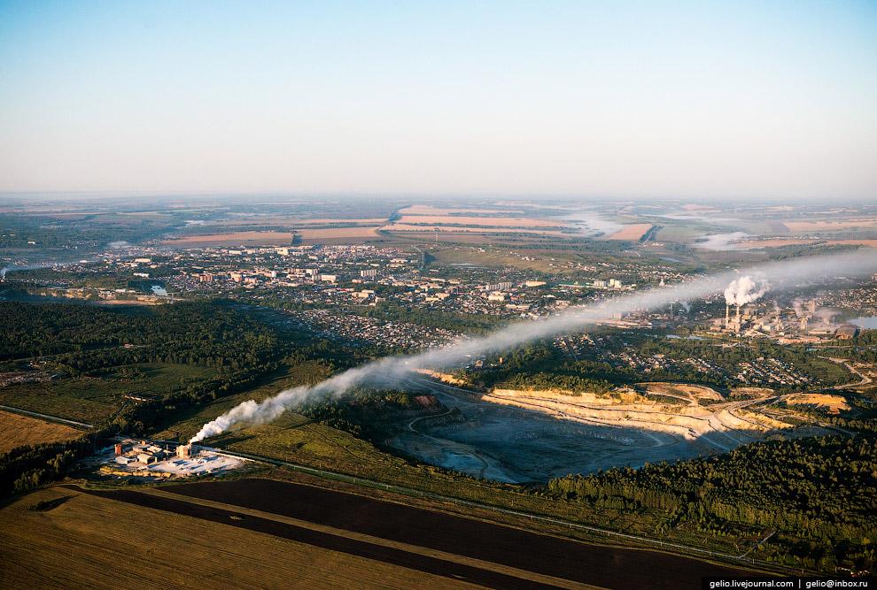 Новый цементный завод и Чернореченский карьер — место добычи известняка для изготовления цемента.
