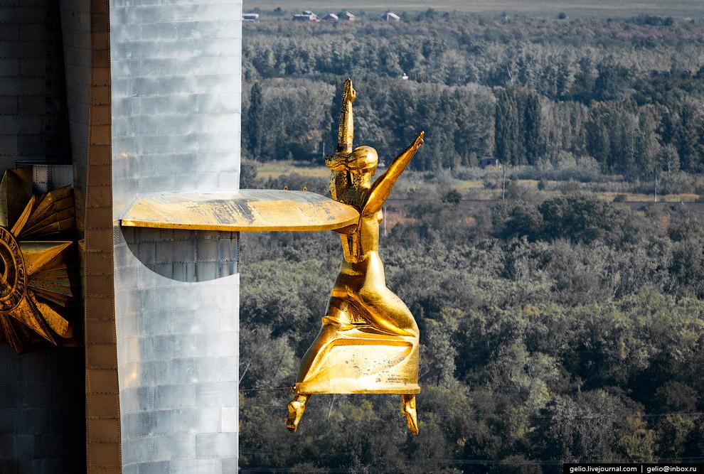 Орден и статуя греческой богини Ники