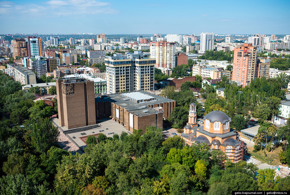 Донская Государственная Публичная Библиотека и Греческая церковь.
