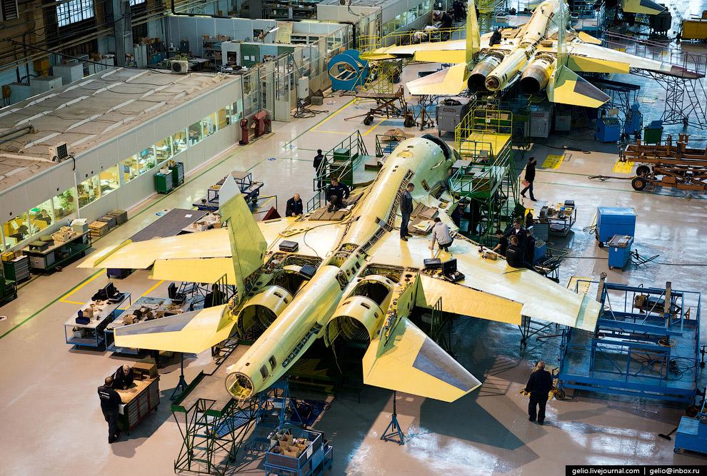 Производство фронтового бомбардировщика Су-34