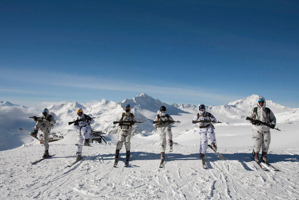 Учения на высоте 3 500 метров на склонах Эльбруса
