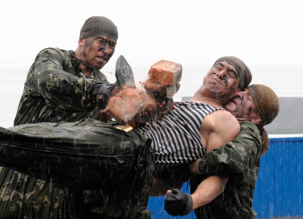 Показательные выступления российских военных во Владивостоке