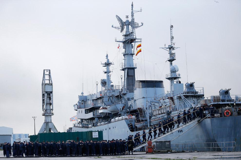 Российский корабль «Смольный», Франция