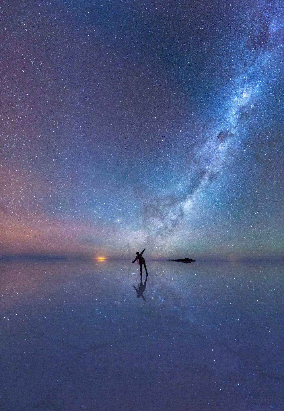 Звездное небо над солончаком Уюни, в Боливии