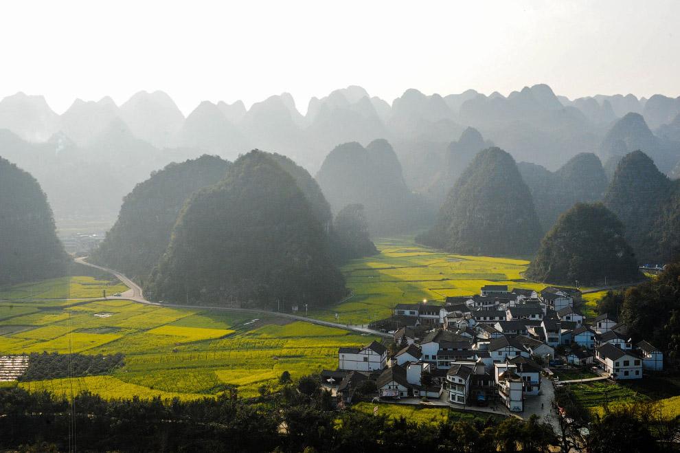 Пейзажи в горной провинции Гуйчжоу на юго-западе Китая