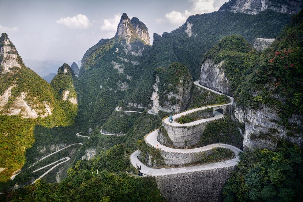 Серпантин в Национальном парке Тяньмэнь