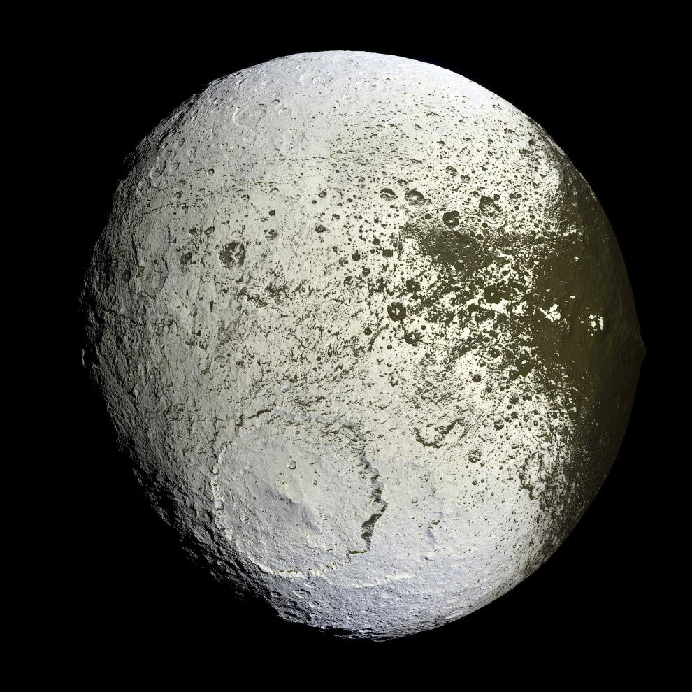 Япет — третий по величине спутник Сатурна и двадцать четвёртый по расстоянию от него из 62 известных его спутников