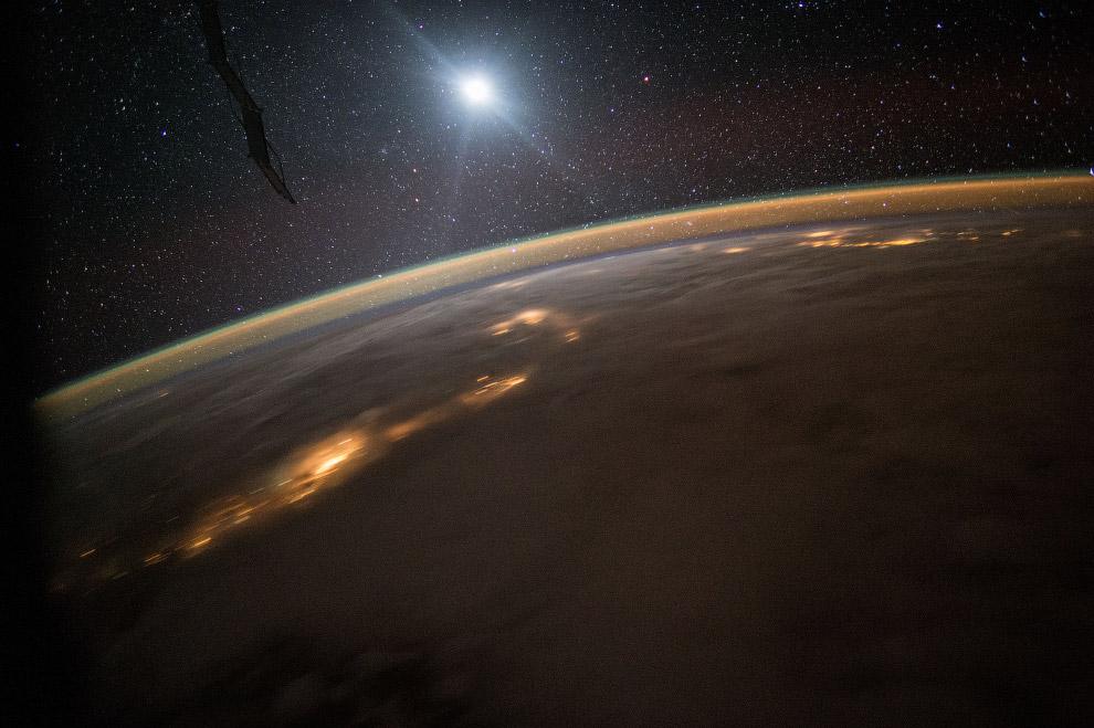 Ночная Земля, 10 августа 2015 года.