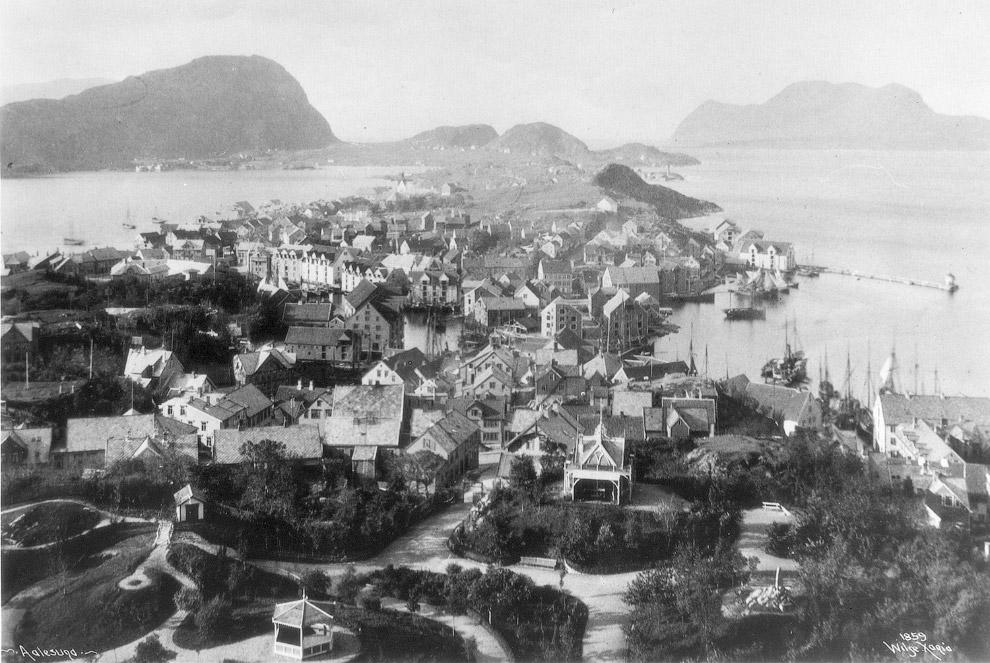 Город Олесунн на западном побережье Норвегии