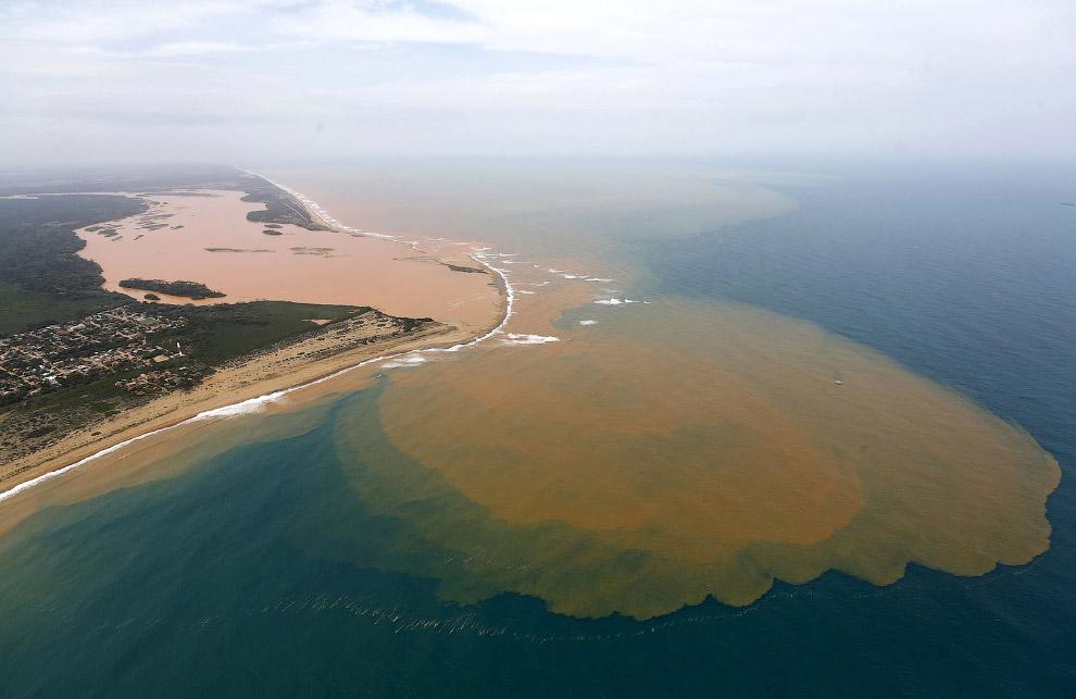 Вливание ядовитых отходов в Атлантический океан