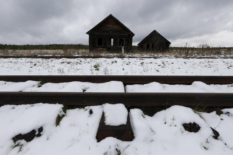 Местные пейзажи. Заброшенный дом в поселке Калач, Свердловская область