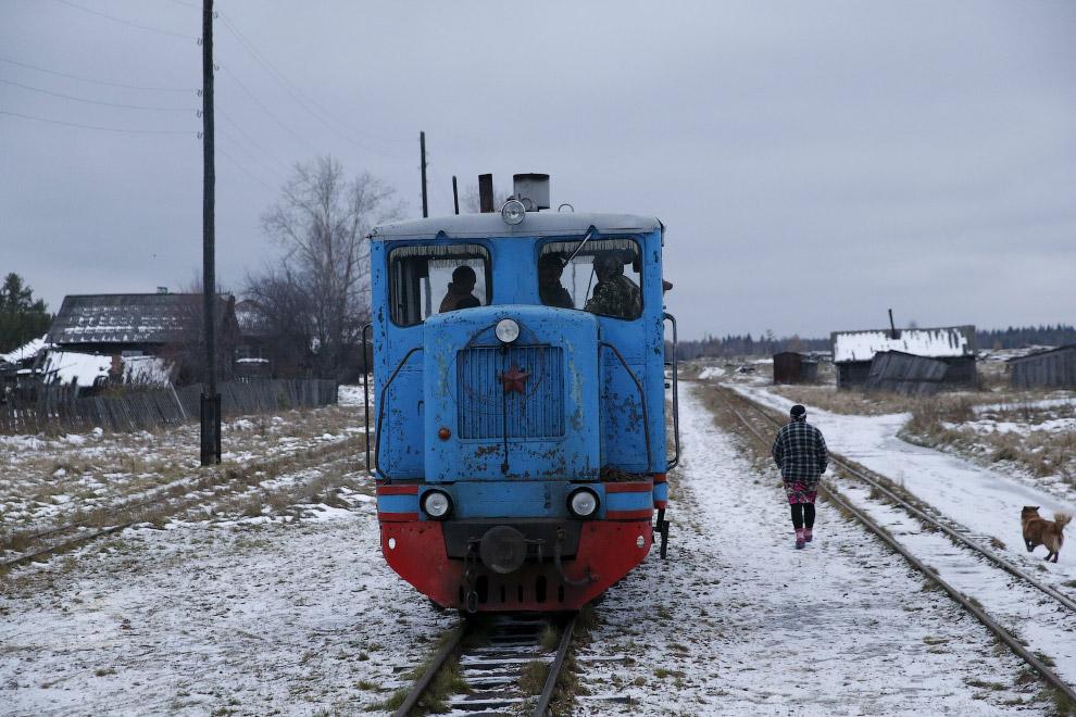 Село Муратково, Свердловкая область и школьный автобус поезд